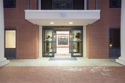 Hotel Entrance | Holiday Inn Express Hotel & Suites Concordia