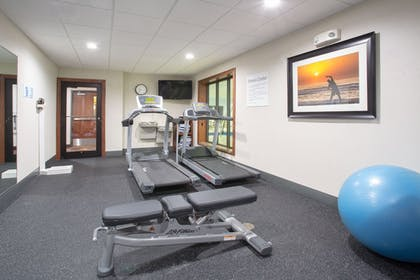 Gym | Holiday Inn Express Hotel & Suites Concordia