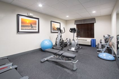 Fitness Studio | Holiday Inn Express Hotel & Suites Concordia