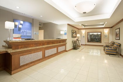 Lobby | Holiday Inn Express Hotel & Suites Concordia
