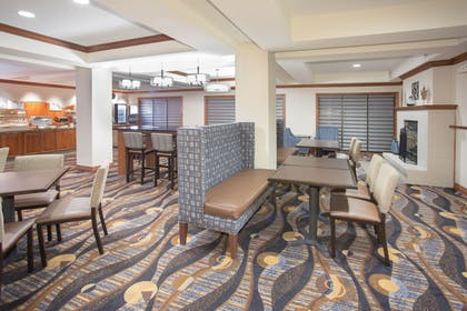 Restaurant | Holiday Inn Express Hotel & Suites Concordia