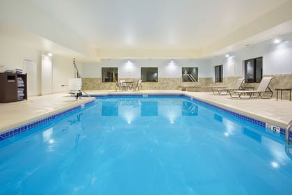 Pool | Holiday Inn Express Hotel & Suites Concordia