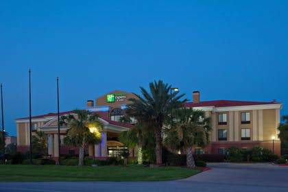 Exterior | Holiday Inn Express Hotel & Suites Wharton