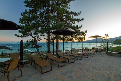 Sundeck | Red Wolf Lakeside Lodge