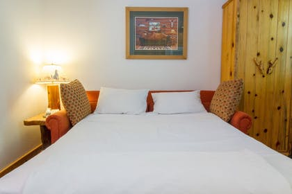 Guestroom | Red Wolf Lakeside Lodge