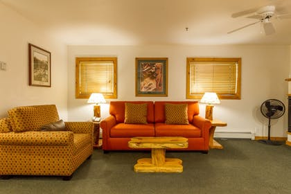 Living Area | Red Wolf Lakeside Lodge