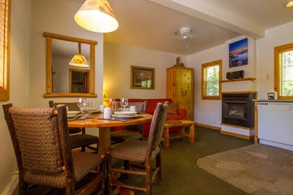 In-Room Dining | Red Wolf Lakeside Lodge
