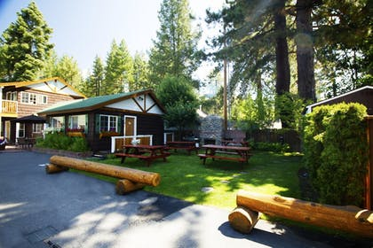 Property Grounds | Red Wolf Lakeside Lodge