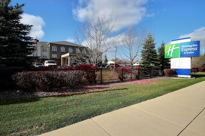 Hotel Front | Holiday Inn Express Hotel & Suites Milwaukee Airport