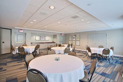 Meeting Facility | Holiday Inn Express Hotel & Suites Milwaukee Airport