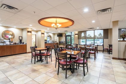 Breakfast Area | Comfort Suites Panama City Beach