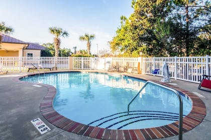 Pool | Comfort Suites Panama City Beach