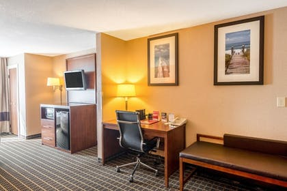 Guestroom | Comfort Suites Panama City Beach