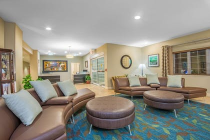 Lobby | Candlewood Suites Jefferson City