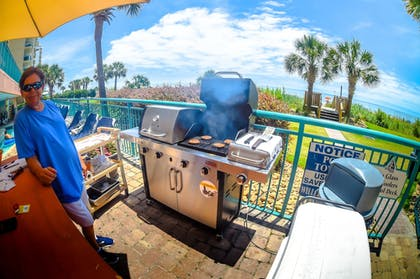 Outdoor Dining | Sandcastle Oceanfront Resort South Beach