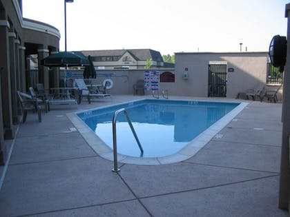 Pool | Holiday Inn Express® Windsor Sonoma Wine Country