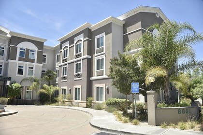 Exterior   Holiday Inn Express® Windsor Sonoma Wine Country