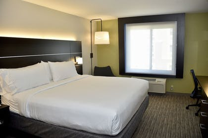 Room   Holiday Inn Express® Windsor Sonoma Wine Country