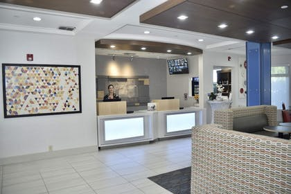 Interior | Holiday Inn Express® Windsor Sonoma Wine Country