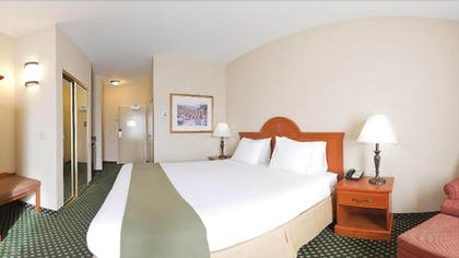 Guestroom | Holiday Inn Express® Windsor Sonoma Wine Country