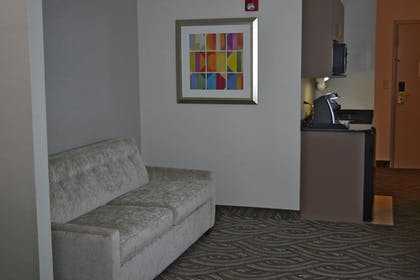 Guestroom | Holiday Inn Express Hotel & Suites Kent State University