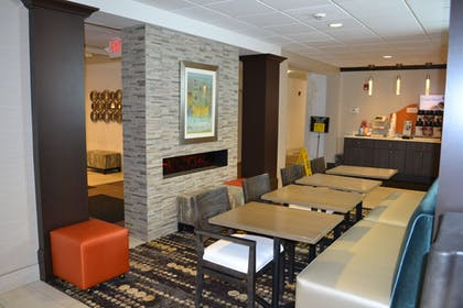Restaurant | Holiday Inn Express Hotel & Suites Kent State University
