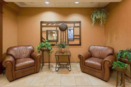 Lobby Sitting Area | Holiday Inn Express Hotel & Suites Kent State University