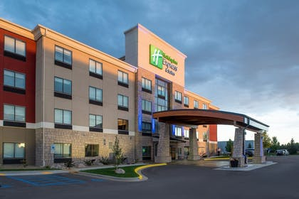 Exterior | Holiday Inn Express Hotel & Suites Bismarck