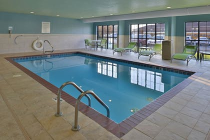 Pool | Holiday Inn Express & Suites Lonoke