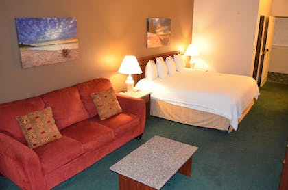 Living Room | The Ashley Inn & Suites