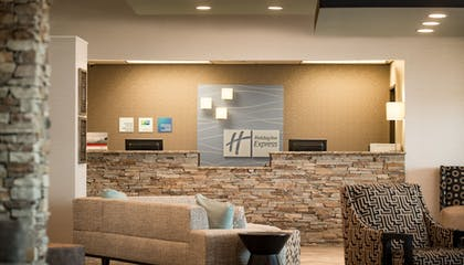 Lobby | Holiday Inn Express Le Claire Riverfront-Davenport