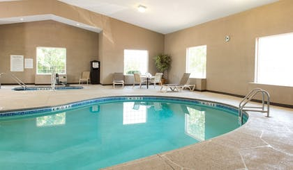 Pool | Holiday Inn Express Le Claire Riverfront-Davenport