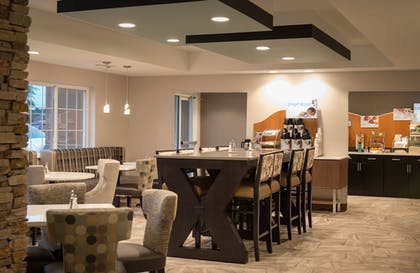 Restaurant | Holiday Inn Express Le Claire Riverfront-Davenport
