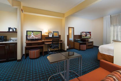 Guestroom | Fairfield Inn & Suites Charleston North/Ashley Phosphate