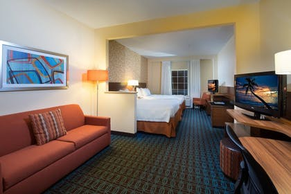 Room | Fairfield Inn & Suites Charleston North/Ashley Phosphate