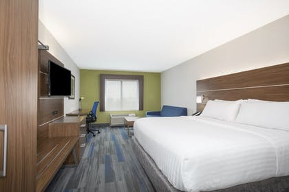 Guestroom | Holiday Inn Express Kansas City - at the Legends