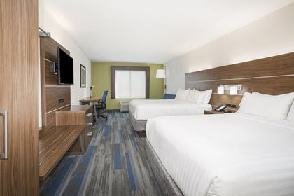 Room | Holiday Inn Express Kansas City - at the Legends