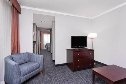 | 1 King Bed, Suite | Wingate by Wyndham Athens Near Downtown