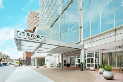 Exterior | Courtyard by Marriott New York Manhattan/Upper East Side