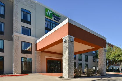 Hotel Entrance | Holiday Inn Express Austin North Central
