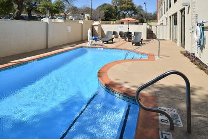 Outdoor Pool | Holiday Inn Express Austin North Central