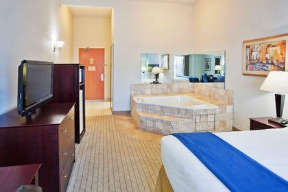 Guestroom | Holiday Inn Express Hotel & Suites Bremen