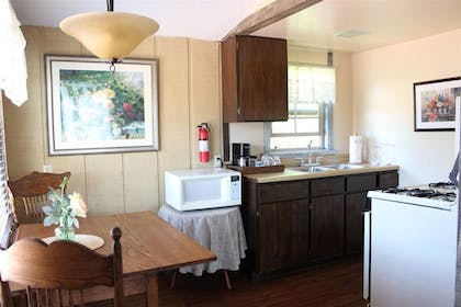 In-Room Dining | Solvang Gardens Lodge an Ascend Hotel Collection