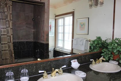 Bathroom Sink | Solvang Gardens Lodge an Ascend Hotel Collection