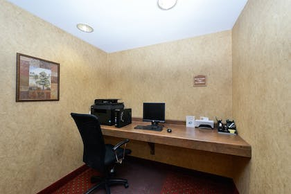 Business Center   Quality Inn & Suites Airport North