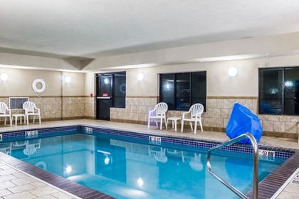 Pool   Quality Inn & Suites Airport North