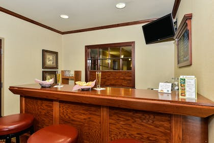 Hotel Bar   Quality Inn & Suites Airport North