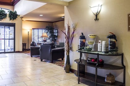 Lobby   Quality Inn & Suites Airport North