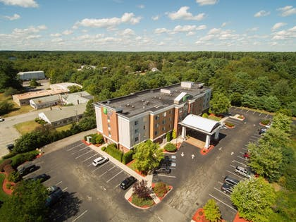 Exterior | Holiday Inn Express Hotel & Suites Middleboro Raynham