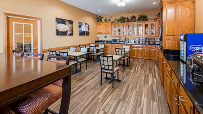 Restaurant | Best Western Plus Bradbury Inn & Suites